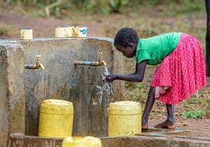 Children wash their hands with soap at a sink in Honduras. (©2018 World Vision/ photo by Jon Warren)